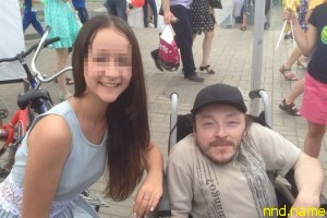 Восьмиклассницы занимались с инвалидом сексом за iPhone