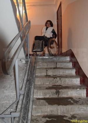 По этой лестнице Рузанну спускают мать или муж