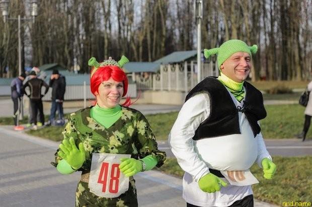 Карнавал на бегу - смешные костюмы и уникальные люди