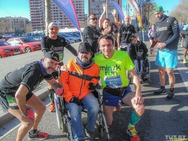 участники с инвалидностью финишируют в самой гуще спортивного праздника