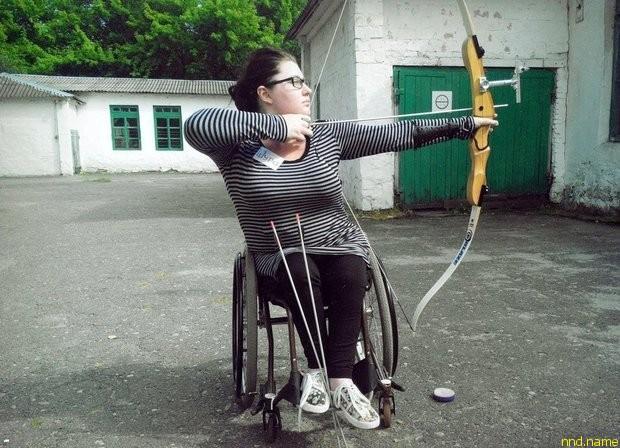 Помимо учебы у девушки всегда были хобби: стрельба из лука, танцы на колясках, кино