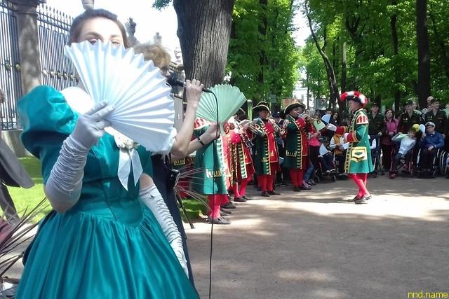В Летнем саду прошел III Санкт-Петербургский бал на колесах