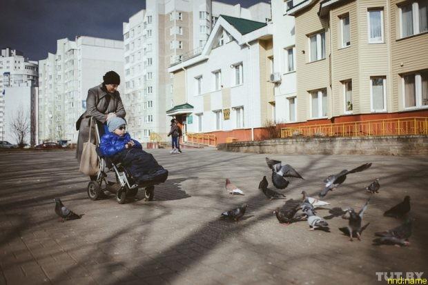 Анна Герина на прогулке с Яной