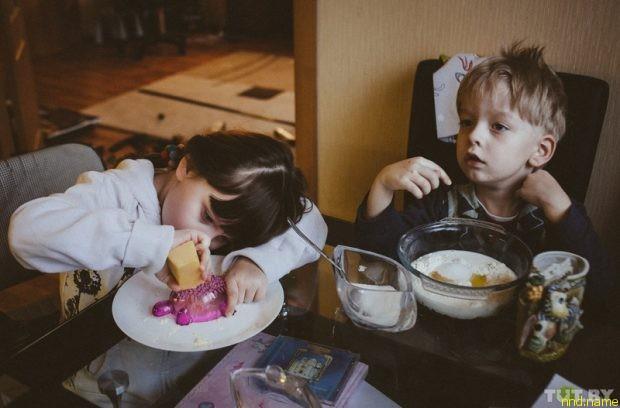Яна и Ваня готовят ужин. Яна любит готовить