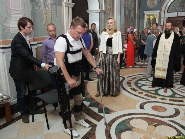 Первое в России Венчание человека в экзоскелетем