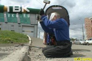 В Красноярске понизят бордюры после акции инвалида с кувалдой