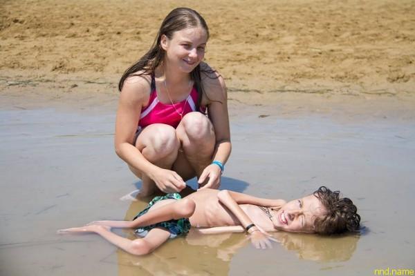 Надя и Дима на пляже