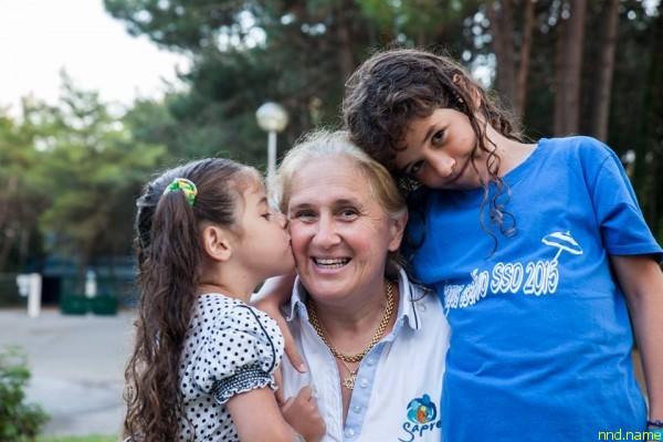 Кьяра с дочерью и сыном