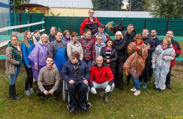 Волонтеры «Нестле» помогли отремонтировать конюшню для занятий иппотерапией