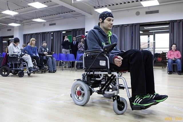Нейроассистивное устройство для парализованных