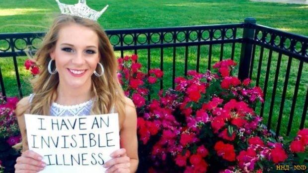 """В руках у Виктории плакат с надписью: """"У меня невидимая болезнь"""""""