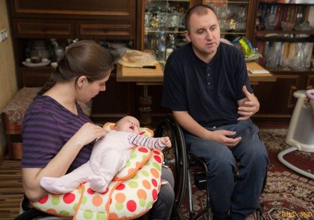 Пока тема рождения детей у людей с инвалидностью в белорусском обществе табуирована и вызывает у многих непонимание — констатируют Женя и Аня Шевко
