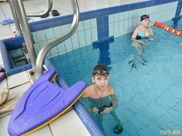 Инструктор по плаванию из Бобруйска помогает инвалидам