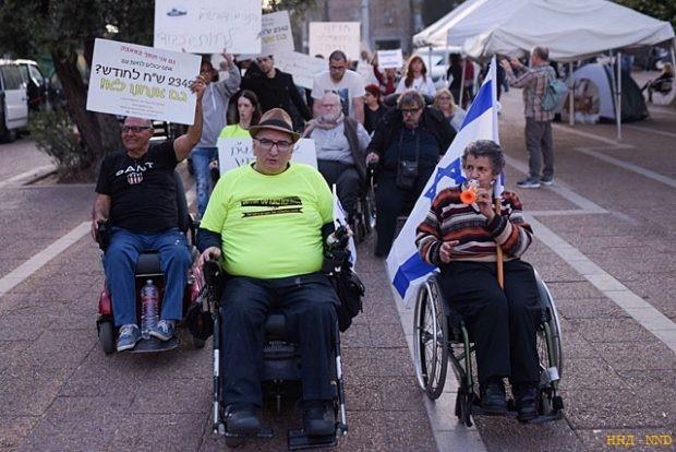 В центре Тель-Авива проходит акция протеста людей с ограниченными возможностями