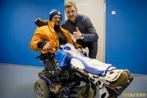Илья Киселев парализованный болельщик попал на хоккей