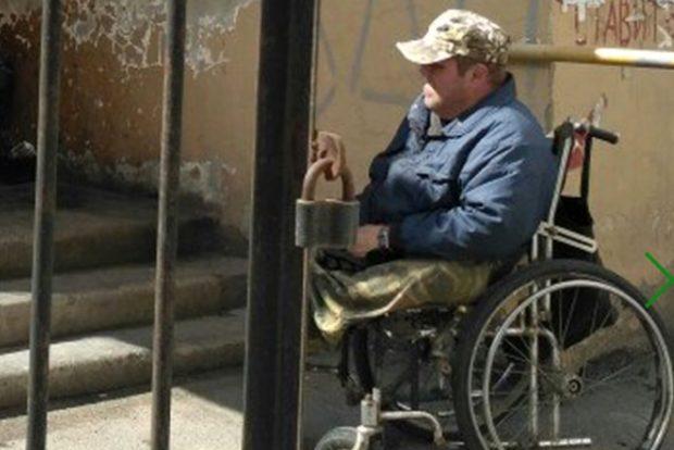 """Накормили инвалида у заднего входа в кафе """"Лаванда"""""""