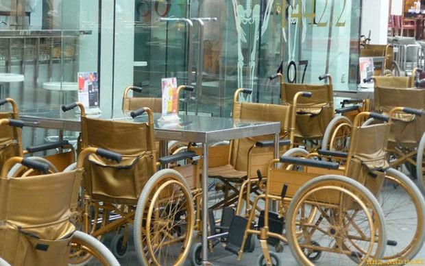 В Мурманске мамам с детьми на инвалидных колясках запретили вход в кафе