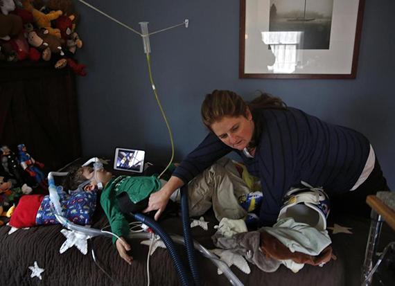 В вопросе о том, подключить ли больного ребенка к ИВЛ или дать умереть естественной смертью, нет верного решения, есть разный опыт