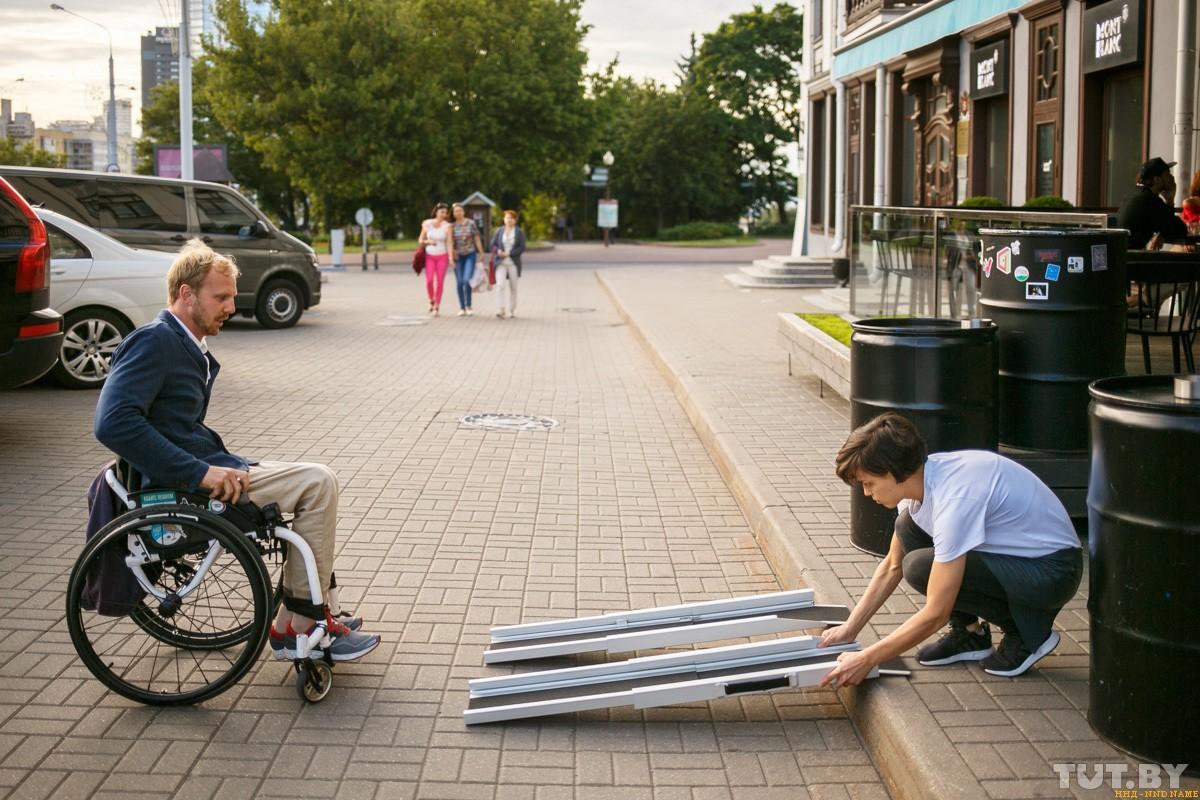 Попадет ли в модные бары Минска колясочник