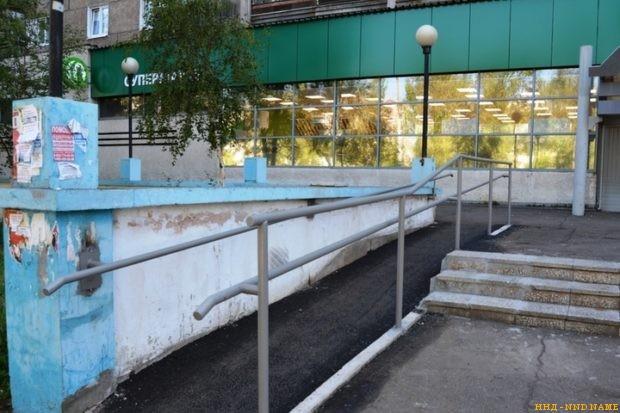 Через суд добилась установки пандуса перед магазином