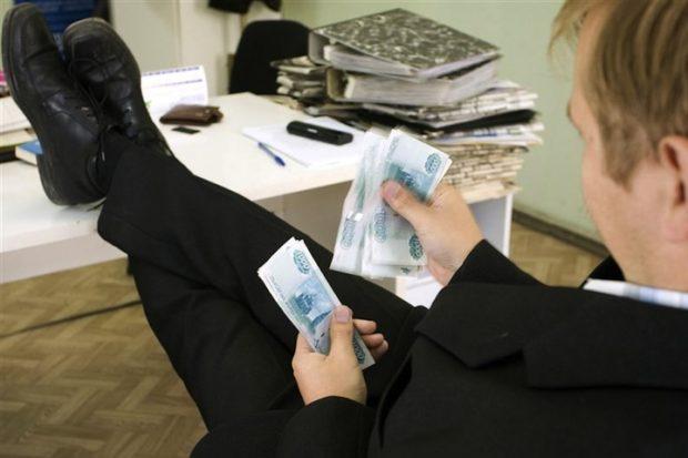 В Подмосковье деньги, предназначенные инвалидам, потратили на мебель начальству