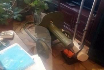 Колясочник собрал дома коллекцию оружия