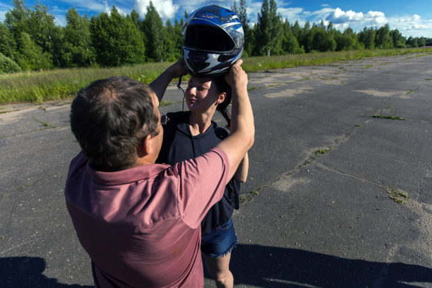 Это мотоциклетный шлем— он защищает не хуже, чем специальный шлем для дельталетов