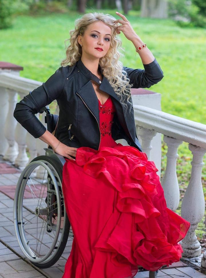 Алена Тяпкова - финалистка конкурса Miss Wheelchair World среди девушек на инвалидных колясках