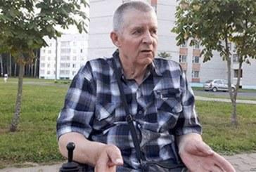 Объявил о голодовке возле исполкома из-за электроколяски