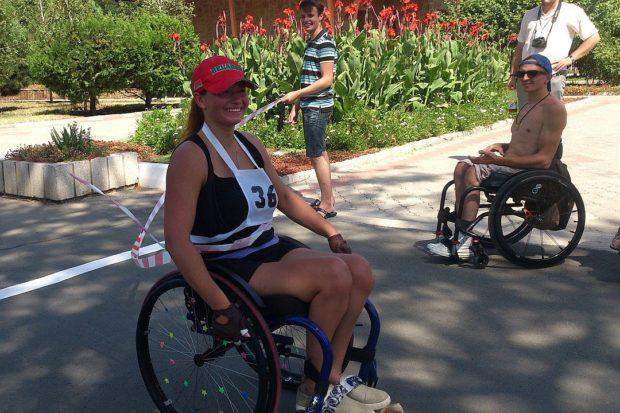 Настоящий чемпионский заезд продемонстрировала участница паралимпийских игр в Рио Анастасия Костючкова из Беларуси