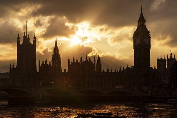 Инвалиды заблокировали вход в британский парламент