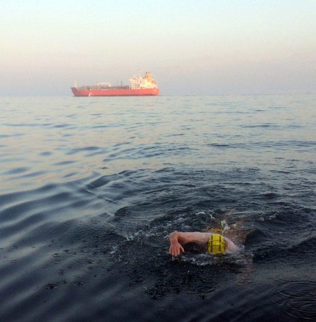 Австралиец с инвалидностью Майкл Поуэлл переплыл Ла-Манш