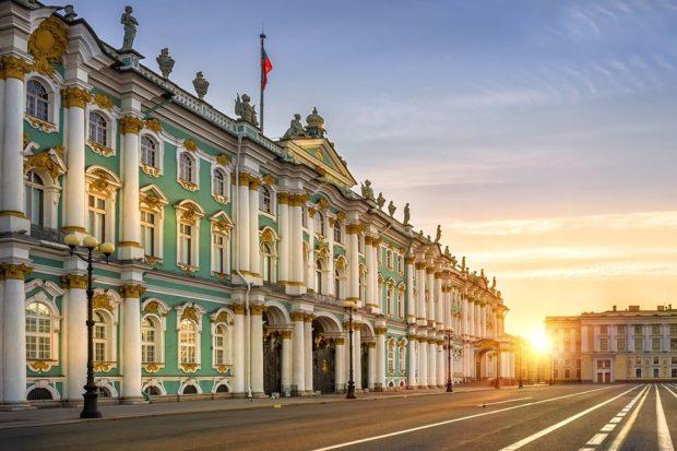 В Петербурге начали адаптировать жилые дома под нужды инвалидов