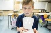 Робот AV1 помогает больным детям бороться с одиночеством