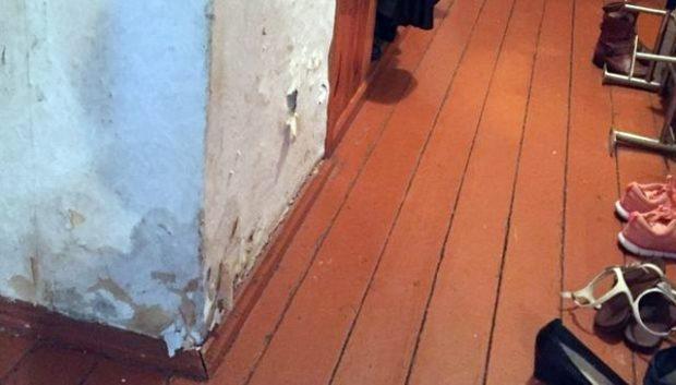 """""""Платить за одну комнату с общей кухней, общим туалетом как за однокомнатную квартиру, которую сейчас можно снять без проблем да за меньшие деньги,- абсурдно"""", - говорит Сергей"""