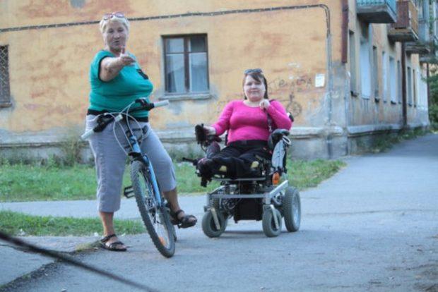 Инвалид из Серова Вера Герасименко 2 года ждет подъемник