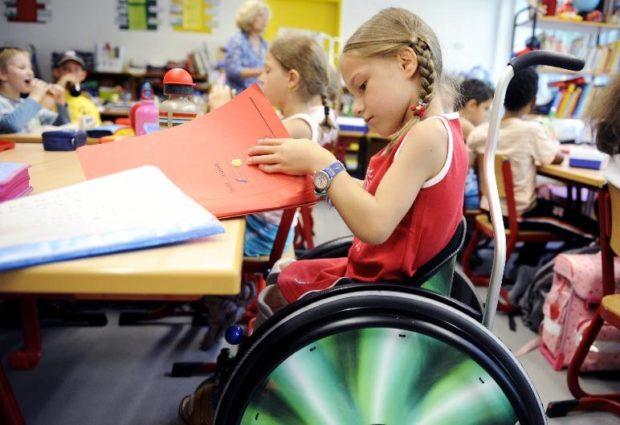 В Петербурге первоклаcсника на инвалидной коляске не пустили в школу
