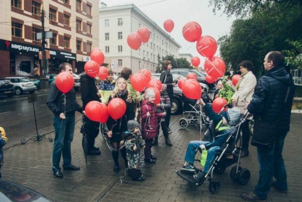 Они нуждаются в помощи»: в Екатеринбурге дети с заболеванием Дюшенна устроили флешмоб
