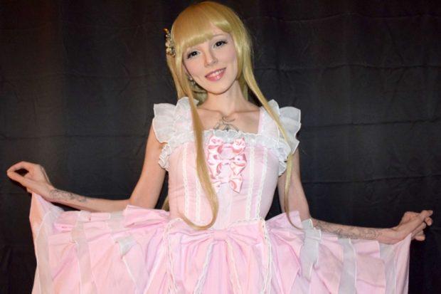 Амбер Гусман говорит, что превращение в Барби спасло ей жизнь