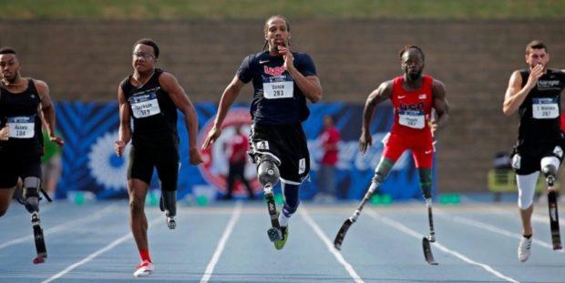 Британцы выступали в соревнованиях на инвалидных колясках, хотя в жизни их не используют