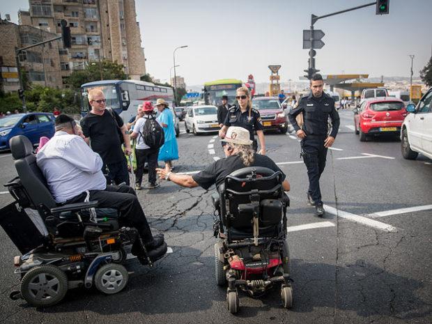 Национальный совет по экономике: правительство не сможет выполнить соглашение с инвалидами