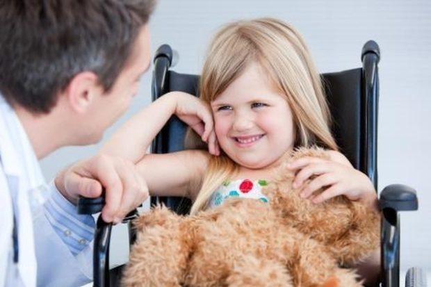 Родителям детей-инвалидов разрешили выходить на полставки или брать работу на дому