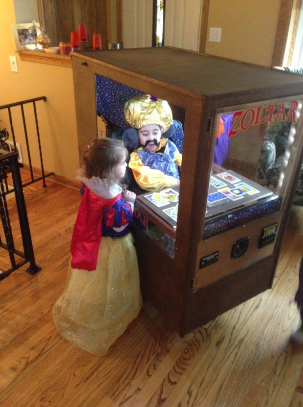 Родители делают из инвалидного кресла сына самые крутые костюмы на Хеллоуин