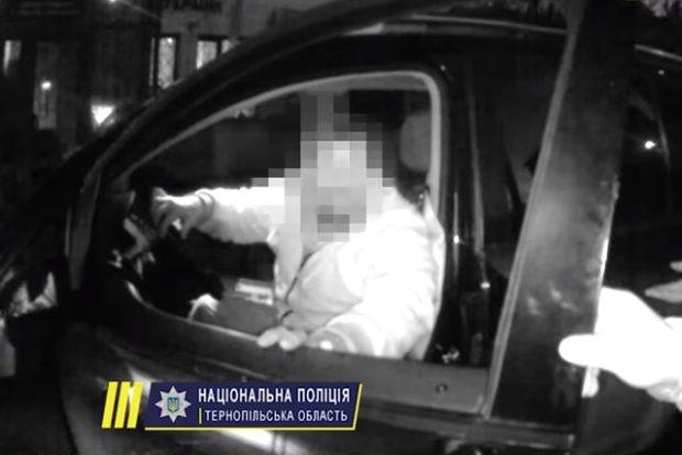 В Тернополе депутат-инвалид избил двух полицейских