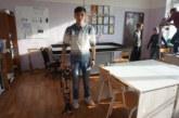 Солибой Эргашев собрал искусственные ноги для колясочника