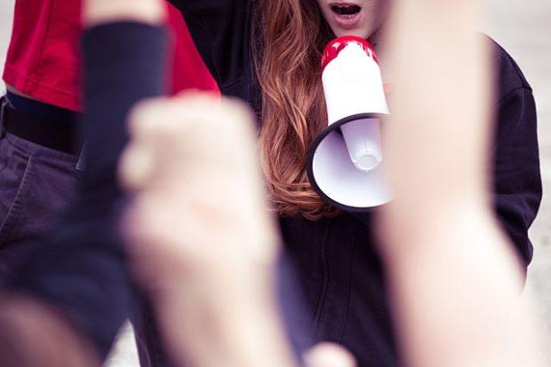 Родители детей с редкими заболеваниями митингуют