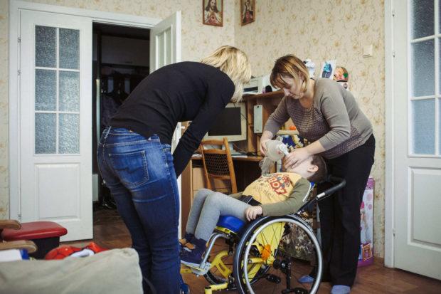 Таня Шевко показывает, как пользоваться мешком Амбу