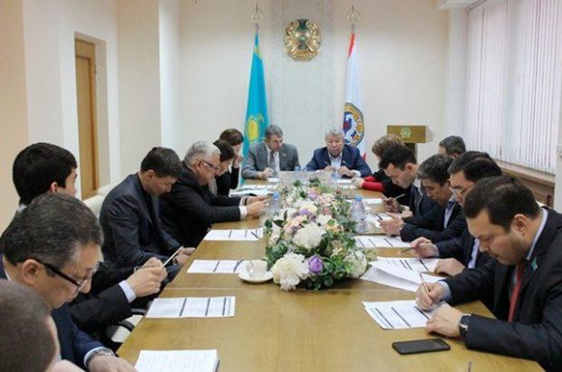 Депутаты в Алма-Ате перечислили больным детям собранные на корпоратив деньги