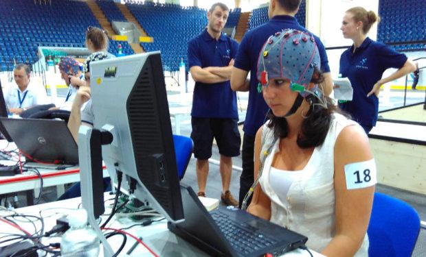 управление виртуальными бегунами с помощью нейроинтерфейса