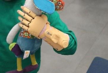 Потеряли руку «человека-паука»